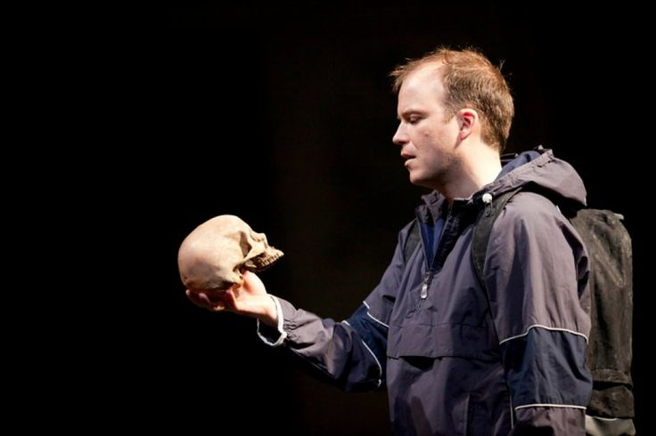 Rory Kinnear stars in Hamlet #NTLive