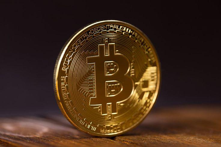 Bitcoin è una forma di moneta digitale, creata nel 2009 dall'intuizione di Satoshi Nakamoto. I bitcoin non vengono stampati come monete convenzionali