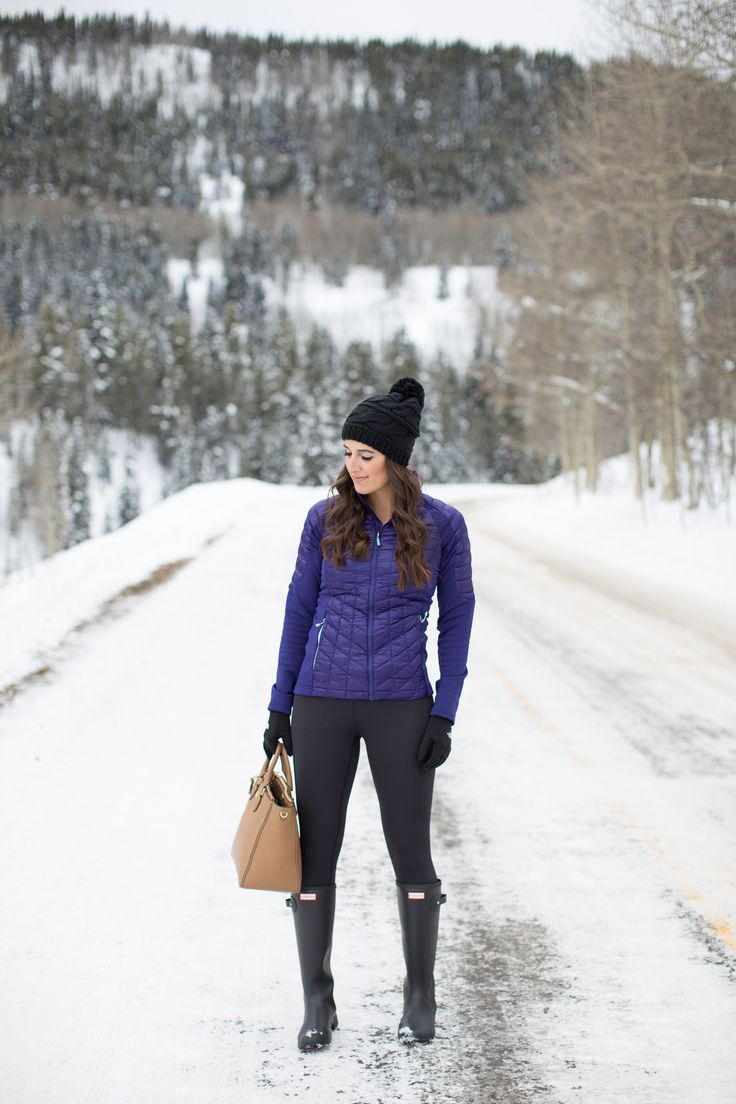 crested butte, colorado, winter style, winter fashion, the north face e-tip gloves, the north face thermoball jacket, zella leggings, the north face beanie, hunter tour packable boots, snow outfit, snow outfit ideas, snow day, activewear, outdoors outfit // grace wainwright from a southern drawl