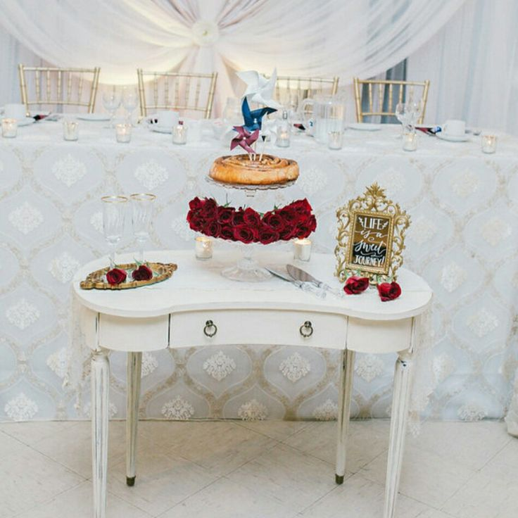 Cinnamon bun cake. Wedding. Roses. White. Cake. Julia Park  Photography. Birch+Baker.