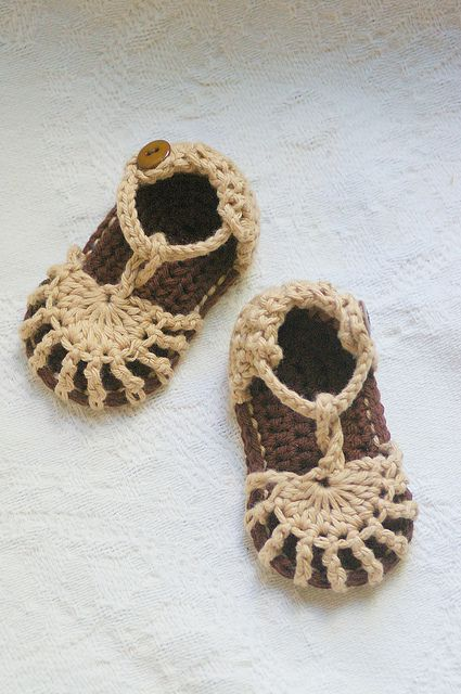 cute crochet sandals by  Lorin Jean download on Ravelry.