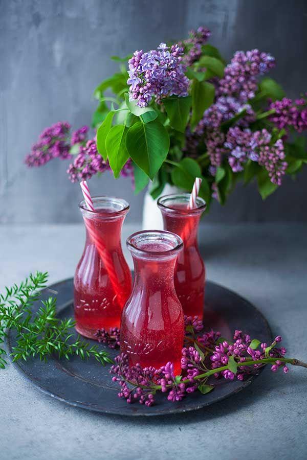 Saine, gourmande et rafraîchissante, cette limonade super créative à l'eau de coco et au jus de cranberry a tout bon. Découvrez vite la recette !