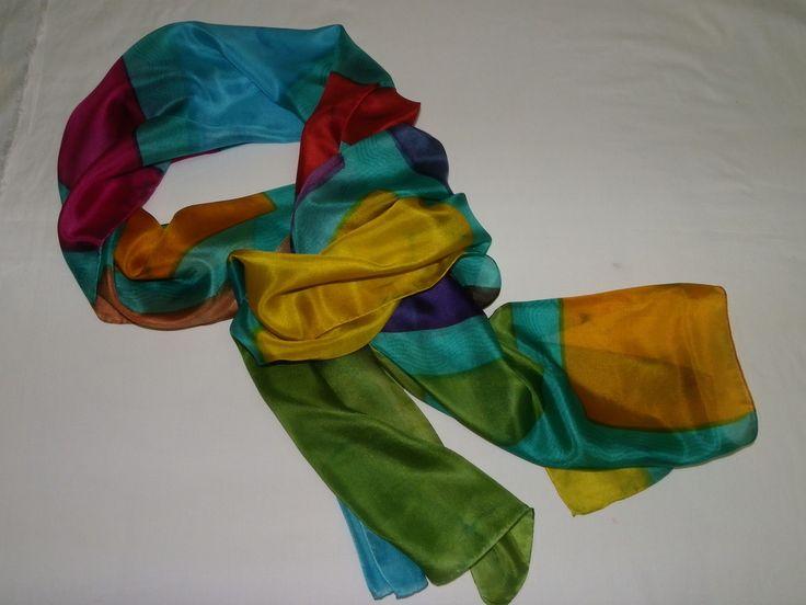 Linda echarpe de seda pongé 5, pintada à mão, com técnica mista, com vários retângulos coloridos pela seda. Ideal para compor um visual arrojado e contemporâneo. Pode ser usada de várias formas.