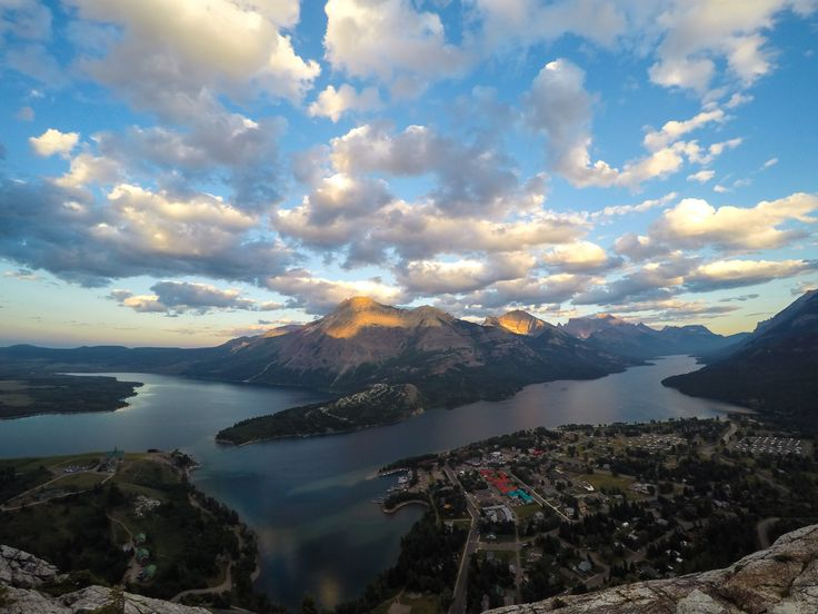 My 5 Favourite Hikes to do in Waterton Lakes National Park // journeyalberta.com