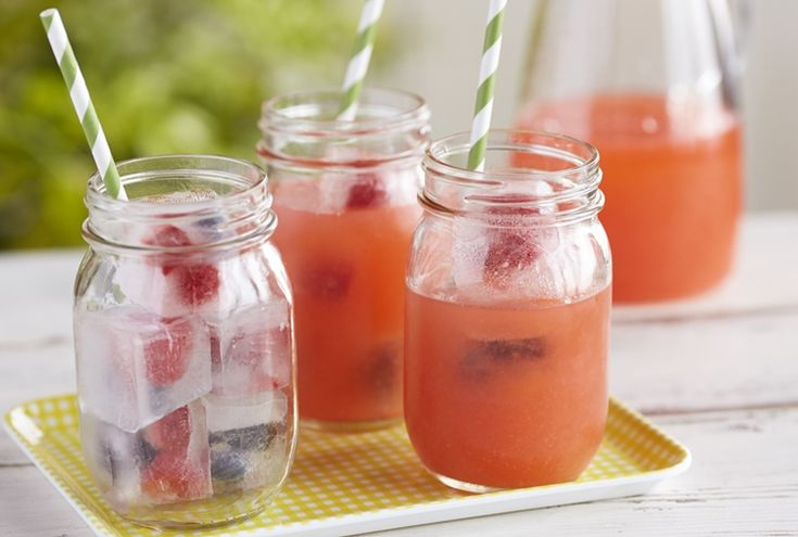 #DriscollsSweepstakes Strawberry Lemonade with Berry Ice Cubes www.driscolls.com