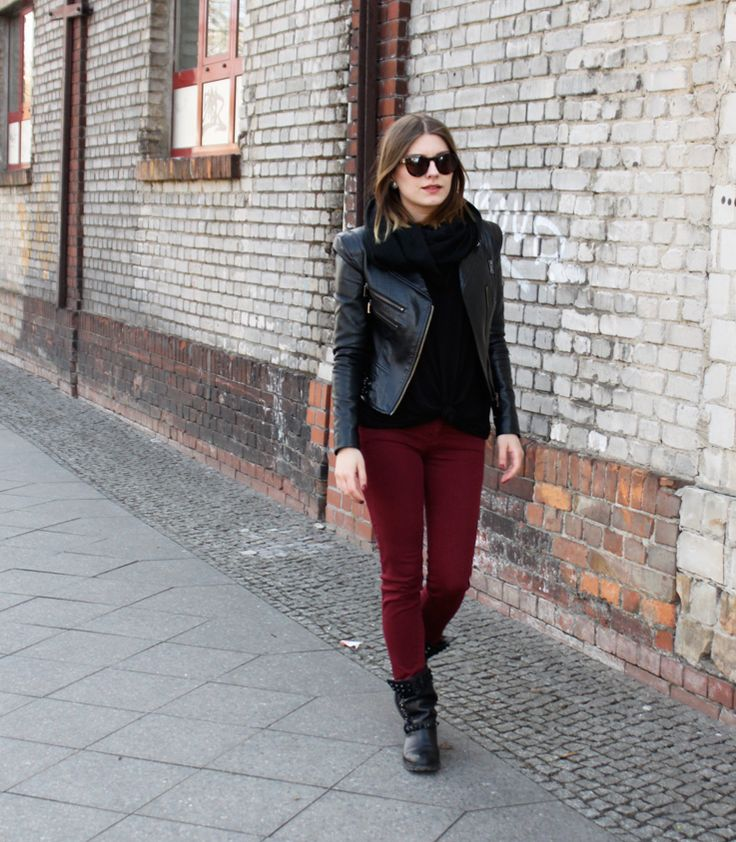 Sunglasses Juicy Couture, Jacket New Yorker, Scarf and Shirt H&M, Pants Stradivarius, Biker Boots Zara I am back on the blog, healthy again and this is my first outfit as an 24-year-old  I have never showed you these studded biker boots before, although I bought them last November in…