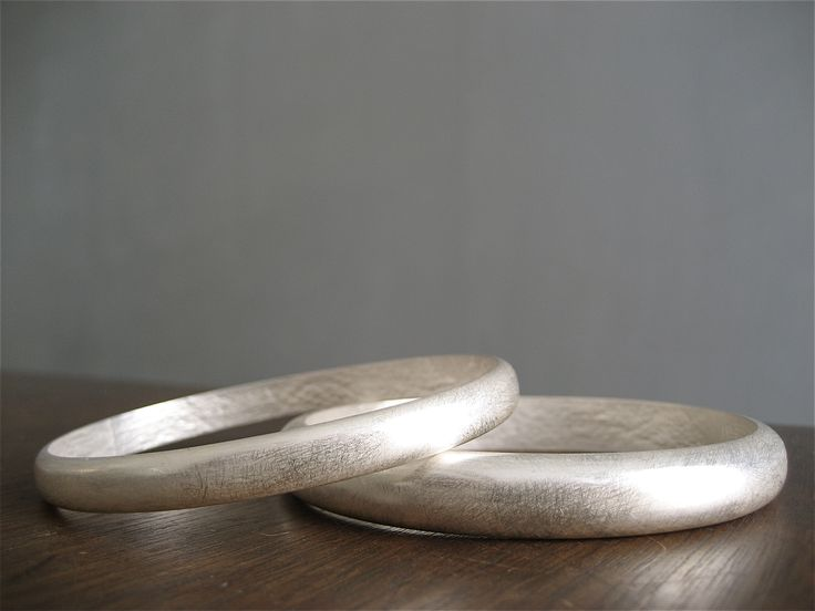 Silver arm-rings. Oval shaped. Lacestruck inside. By Karina Bach-Lauritsen