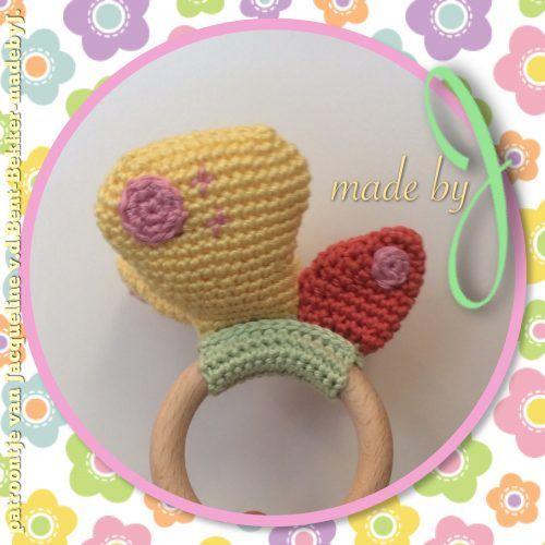 made by J . Haken Vlinder bijtring!!! Nu gratis haak patroon eigen ontwerp. #haken #bijtring #haakpatroon #vlinder #chrochet