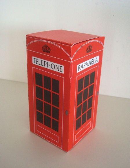 Lonas Design - » CAIXINHA para lembrancinha - em papel - Formato de cabine telefônica Inglesa - Personalizada com nome  - Mínimo de 10 unidades ► Unidade vazia = R$ 7,00 ............................................................................................................  » BANDEIROLA England  - com 2 elementos em papel - corte especial  - 1 impressão de Imagem de ônibus duplo vermelho inglês - antes do nome