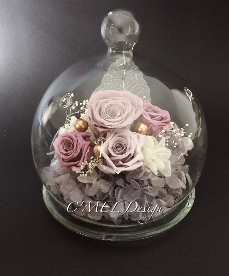 Purple globe home decor: the globe was composed by one 4 cm light brown preserved rose and three 3 cm purple preserved roses. It was decorated by purple and white preserved hydrangea, white leave, and baby's breath. Fall is here and the color of globe is very match to this season now. It's a very elegant home decor or good choice for gift. With careful caring, the flowers will bloom for years and years if you follow the instruction. Size: diameter 10.8 cm ; Height 15 cm 紫色系永生花…
