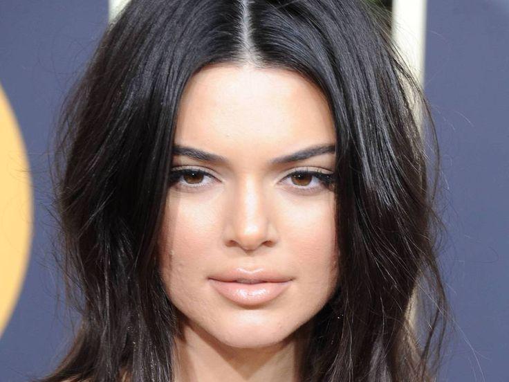 Nicht jeder ist perfekt – das weiss auch Kendall Jenner. Das Model präsentierte sich mit Akne auf dem roten Teppich der Golden Globes. Eine klare Ansage an alle Hater! Ein glamouröses Abendkleid, funkelnder Schmuck und … Pickel im Gesicht? Für die meisten Promidamen wäre dieser...