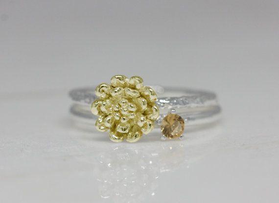 November - chrysant, Citrien  Voor viering zijn deze geboorte bloem en steen ringen beste keus ooit. geboorte bloem ring is gemaakt met de hand gesneden als echte bloem en zo delicaat. geboorte stenen ring is gemaakt van sterling zilver en hoge kwaliteit steen. Als een geschenk, het is perfect voor verjaardagen en feestdagen (ex. kinderen, paar en vrienden), Bovendien kunt u uw eigen zinvolle ringen instellen.  -Detail-  Geboorte flower ring  grootte van de bloem: 8,6 * 8.6mm  band: 1,5 mm…