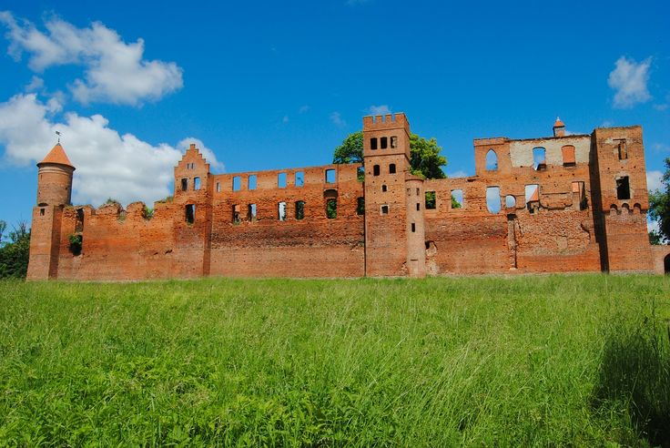 Szymbark ruins