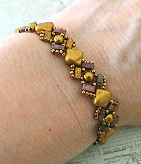 Linda's Crafty Inspirations: Free Beading Pattern: Lucy Bracelet