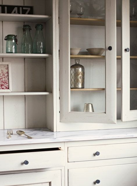 Bastide fitted kitchen in Bone White www.firedearth.com/kitchens/shop-by-range/bastide-fitted