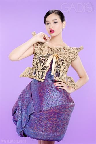 Padang Hues by Lenny Agustin will make you look so elegant.