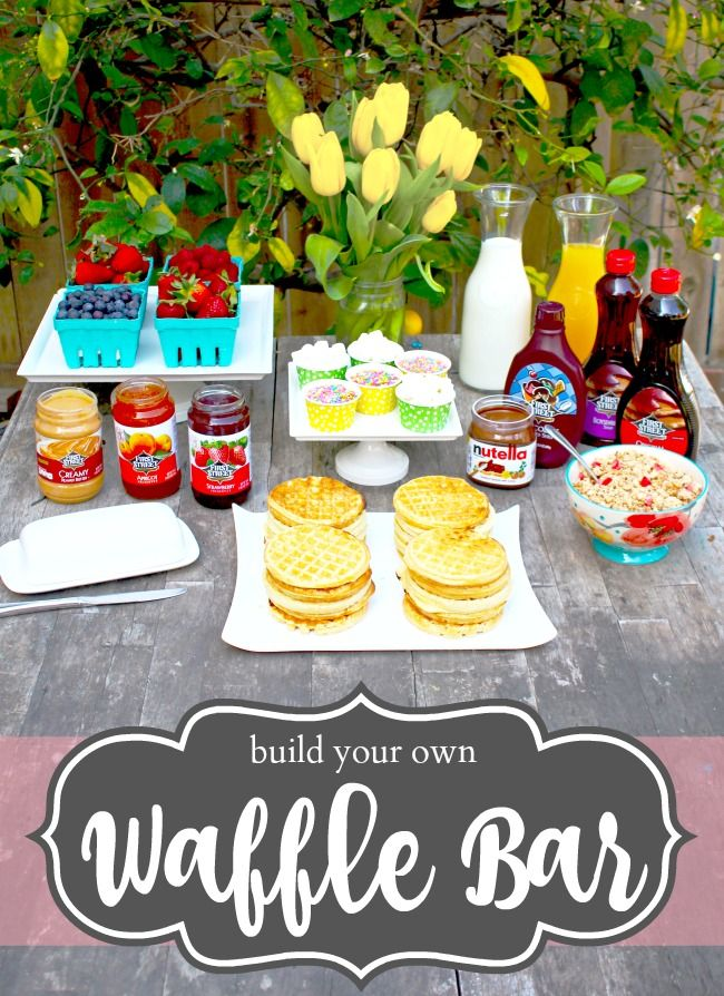 Build your own waffle bar! This post has waffle bar toppings ideas. // waffle bar idea // livingmividaloca.com