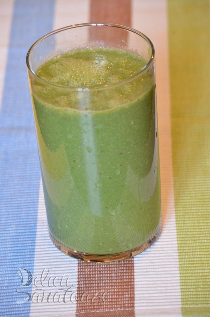 #raw #vegan ananas and lemon grass leafs smoothie @DeliciiSanatoas