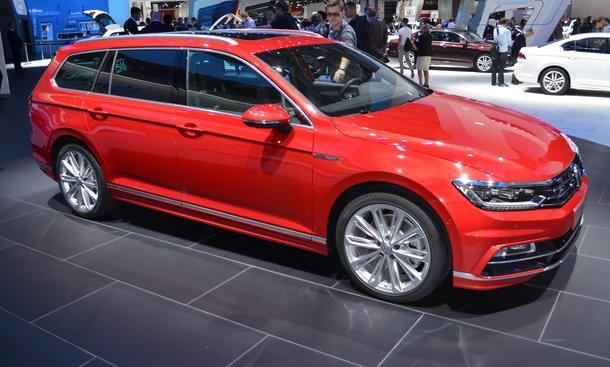 VW Passat Variant R-Line - Auf dem VW-Messestand in Paris hat ein roter Passat Variant B8 mit dem R-Line Sportpaket unsere Aufmerksamkeit geweckt