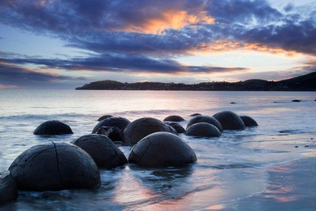 The Moeraki Boulders in New Zealand - a marvellous natural phenomenon