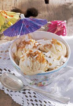 Weißes Schokoladeneis mit Krokant - das Rezept gibt's hier: http://www.gofeminin.de/kochen-backen/eis-selber-machen-d39532c485382.html #eis
