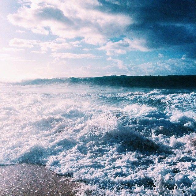 """""""Não importa o tamanho dela, uma onda na praia nunca será tão poderosa quanto o oceano que a criou. O objetivo é ser o oceano – a força central na nossa existência que move montanhas, cria vidas, sacode continentes e é respeitado por todos""""James Altucher"""