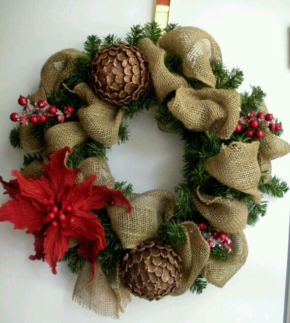 Burlap Christmas wreath - I want to make one this year!! My front door needs this :-)