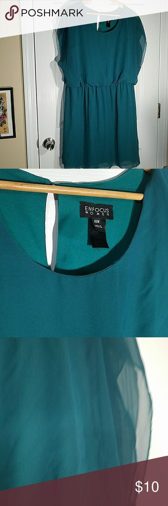 Enfocus Women green chiffon dress Enfocus Women green chiffon dress   Small holes in back of dress. See photo enfocus Dresses
