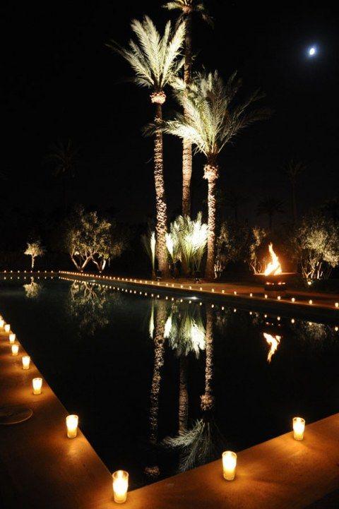 Verrines autours d'une piscine dans la Palmeraie de Marrakech. Instants Magiques : les photos de votre mariage à Marrakech