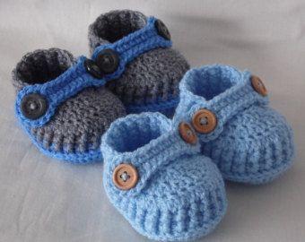 Вяжем новорожденным мальчикам пинетки