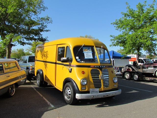 1000 images about diy and crafts tow truck semi camper van converted from international harvester b truck