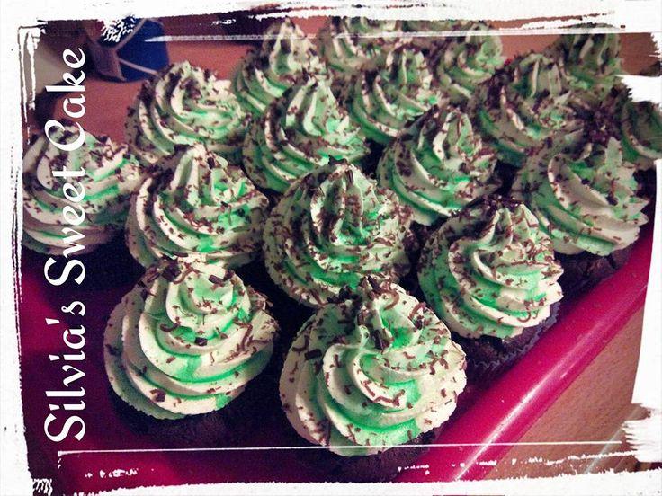 Muffin al cioccolato, con frosting alla menta! https://www.facebook.com/silviassweetcake #muffin #frosting #mint #chocolate #cupcake