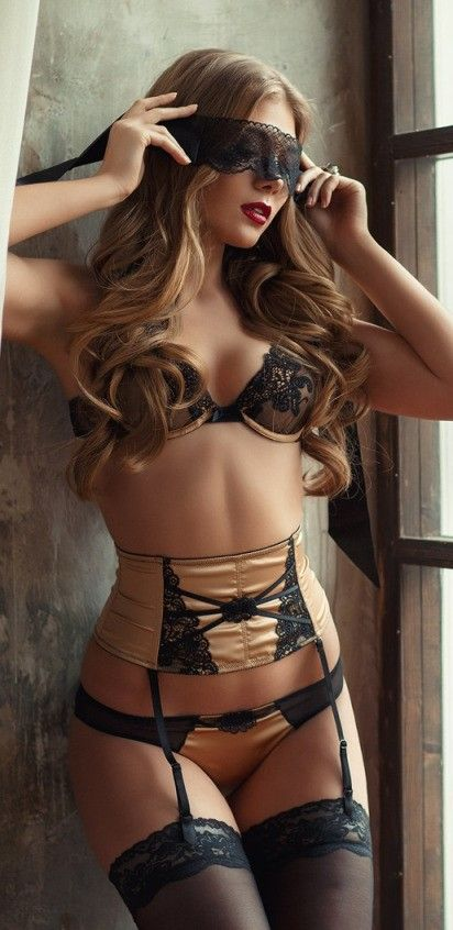 #dessous #lingerie golden with lace and blindfold