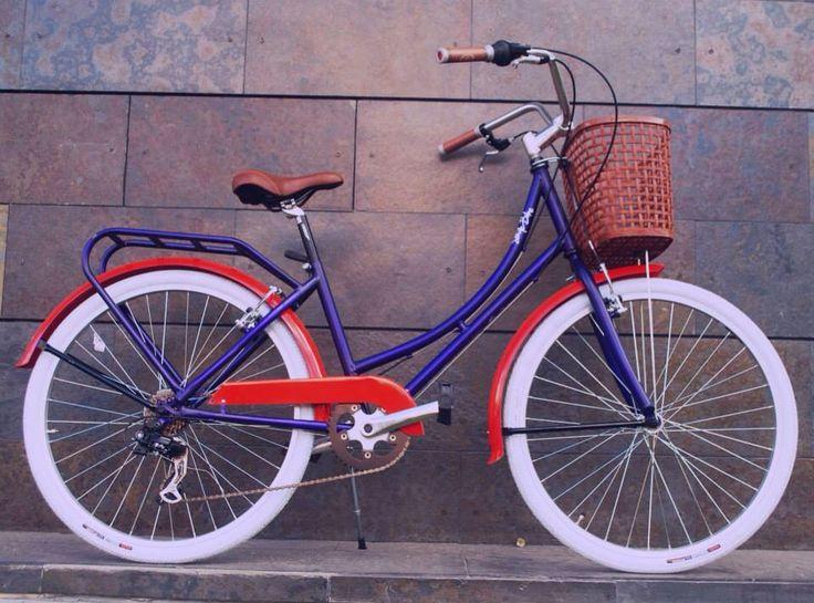 Bicicleta urbana para mujer talla 52. Pintura personalizada componentes en aluminio