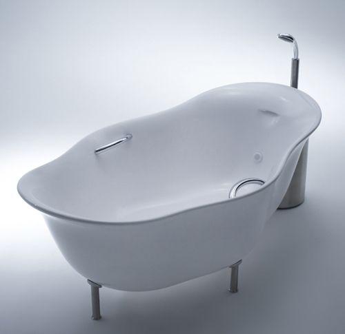 Unusual Bathtub With Foamy Water Awesome Design