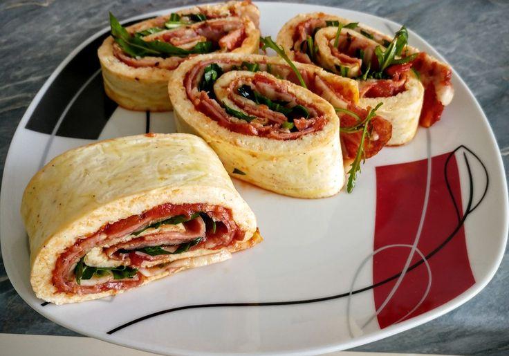 Zutaten 180 g Quark 3 Ei(er) 180 g Käse, geriebener Für den Belag: n. B. Tomatensauce n. B. Fleisch n. B. Gemüse n. B. R...