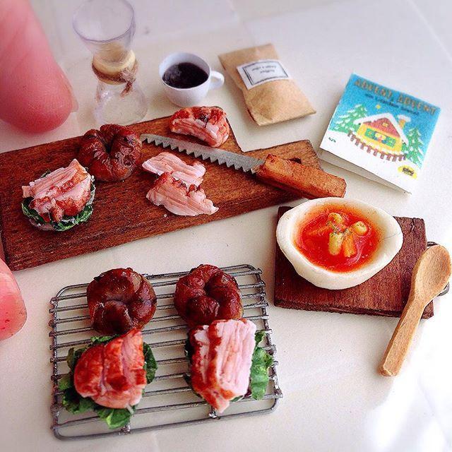 今日の朝ごはん。 小さな照り焼きチキンのサンドを作ったのでミネストローネと一緒に頂きます。  今日も素敵な1日をお過ごしくださいね。 I made miniature teriyakichickensandwich. Have a good day!  #ミニチュア#樹脂粘土#handmade#サンドイッチ#パン#朝食#ミニチュアフード#fraise#miniature#clay#handmade#bread#sandwich#miniaturefood#yummy#kawaii#breakfast#instafood