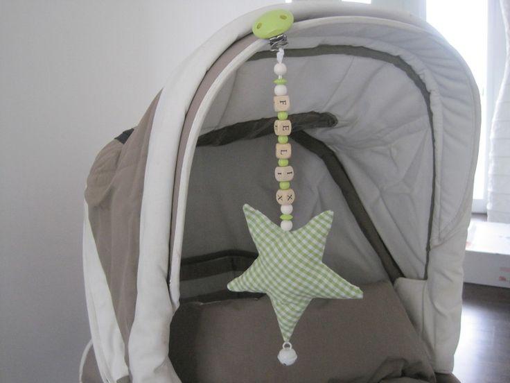 Ein Stern der Deinen Namen trägt Kinderwagenkette - Kinderwagenketten von allesausliebe - Kinderwagenketten - Baby unterwegs - DaWanda