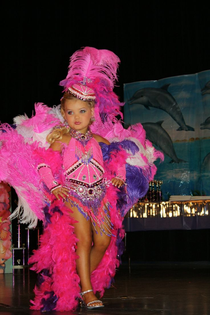 pro beauty pageants Although there are pros to beauty pageants, there are also many cons when it comes down to beauty pageants, a major component is when the contestants are asked a question they must answer.
