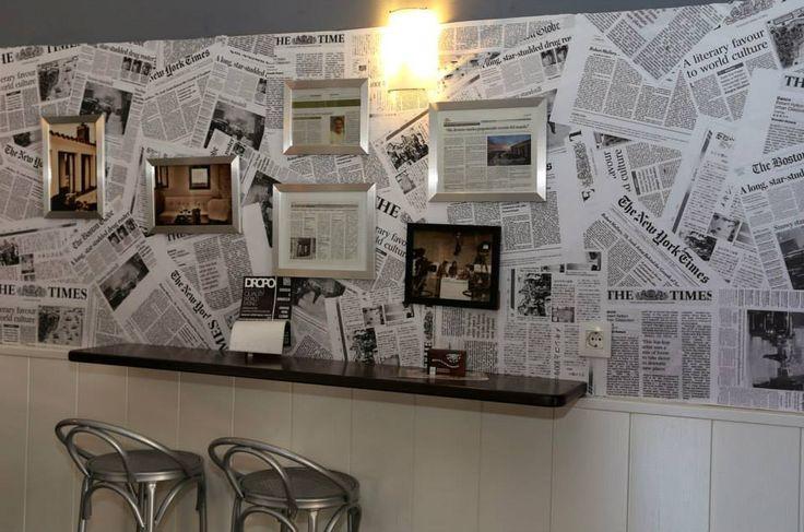 Original, ¿eh? ¡Creemos que la pared está decorada así para todos aquellos que durante años olvidaron leer el periódico! ;-)