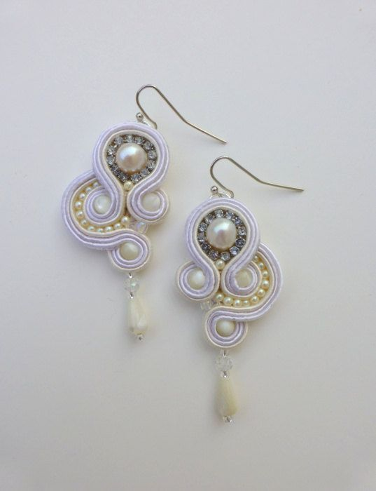 Hey, I found this really awesome Etsy listing at http://www.etsy.com/pt/listing/128890875/white-soutache-earrings-with-fresh-water