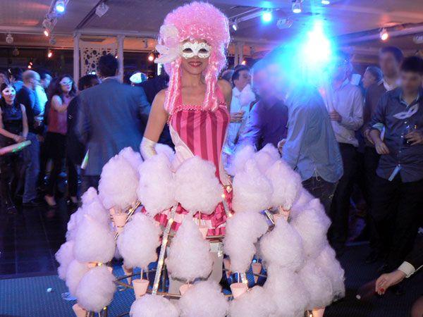 Robe sur roulettes pour des desserts gourmands avec des Barbes a Papa www.Bullissime.com