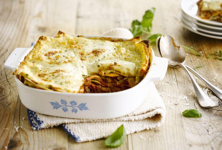 Lasagne hoeft niet altijd zwaar te zijn, dit is een lichtere variant. Door het gebruik van plantaardige vetstof is het iets minder calorierijk. Zeker eens proberen!