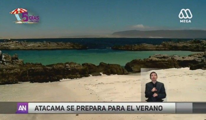 Es famosa por sus playas de aguas cristalinas y arenas blancas que muchos comparan con el Caribe. Pero también por su desierto, el que ofrece algunos de los paisajes más bellos del norte de Chile.