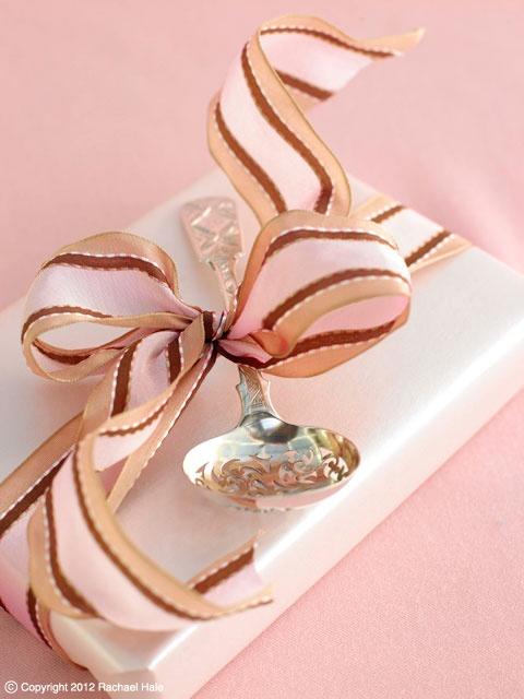 Sandra Kaminski  #pink ribbons #antique silver #packaging (gift) #pastel pink #gift idea #wedding
