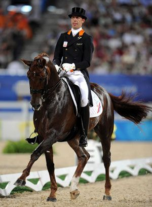 Netherlandish rider Hans Peter Minderhoud rides his horse Nadine during the dressage individual grand prix freestyle of the Beijing 2008 Olympic Games equestrian events in Hong Kong, China, Aug. 19, 2008. (Xinhua/Lui Siu Wai)