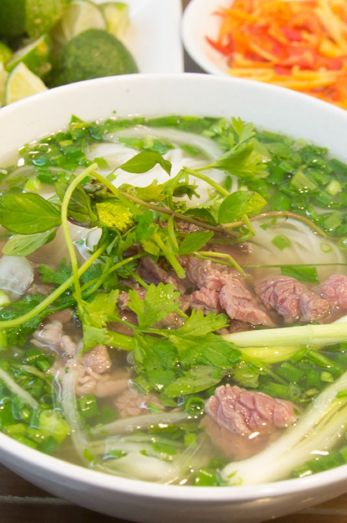 Vietnamesische Pho – das ultimative Rezept: http://blogstars.travelbook.de/Content/627466?contentUrl=https://asiastreetfood.com/esskultur/pho-rezept/