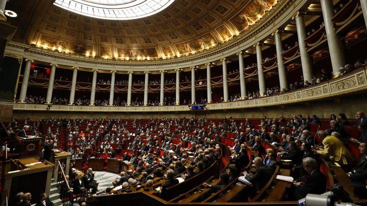 Le mouvement d'Emmanuel Macron et ses alliés du MoDem décrocheraient entre385 et415sièges au Palais-Bourbon, selon un sondage Ipsos/Sopra Steria pour France Télévisions et Radio France.
