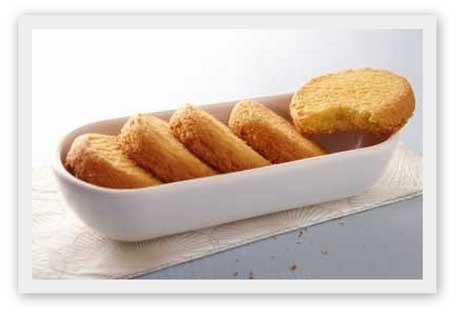 La recette des traditionnels sablés bretons, plus couramment appelés les palets bretons. On en trouve partout dans les grandes surfaces, mais cette recette maison des célèbres biscuits bretons est sans aucun doute la meilleure ! Une recette bretonne simple à réaliser, rapide et gourmande !
