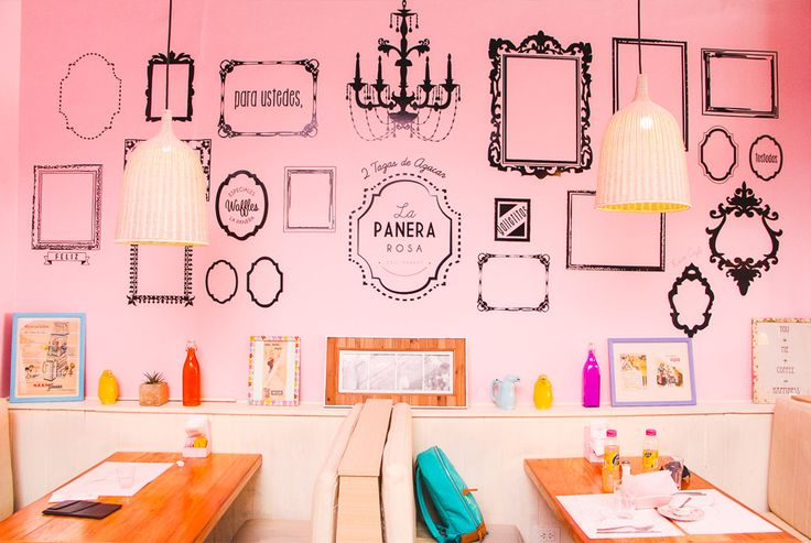 restaurante la panera rosa parede rosa com molduras pretas em palermo sosho buenos aires    blog do math  www.blogdomath.com.br  insta: @mathdoblog    Usou? Dê os créditos!  Vamos fazer da internet um lugar melhor (juntos)